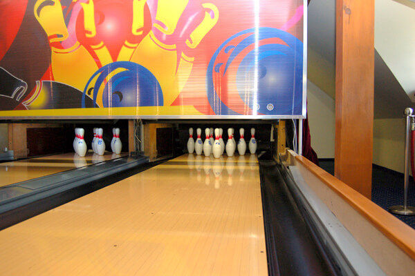 Hotel-Troyer_Bowling_02