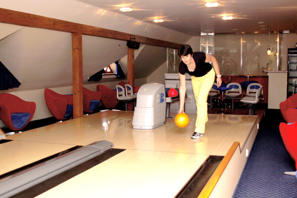 Hotel-Troyer_Bowling_03